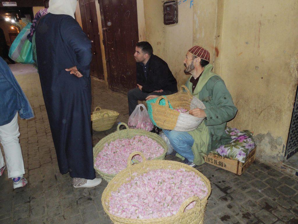 Vanzator petale trandafir Maroc